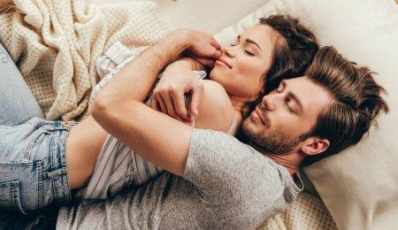 5 რამ, რასაც ბედნიერი ადამიანები დილით საწოლიდან ადგომამდე აკეთებენ